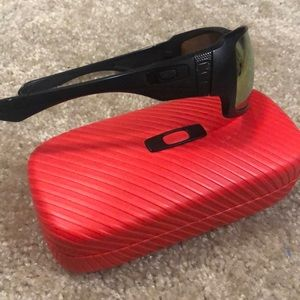 Oakley sunglasses with changeable lenses.Polarized